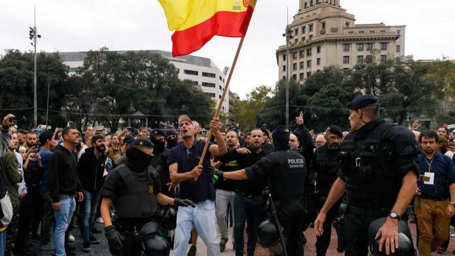 Rajoy y la lluvia de ideas para combatir urnas con milicos, según Darwin - Columna de Darwin - No Toquen Nada   DelSol 99.5 FM