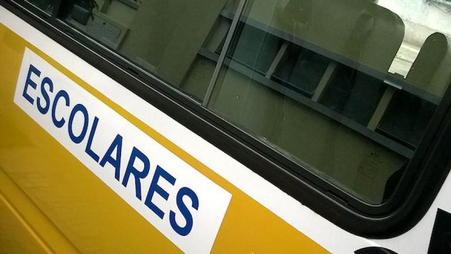 Familias denuncian falta de transporte en escuelas especiales de Montevideo  - Informes - No Toquen Nada | DelSol 99.5 FM
