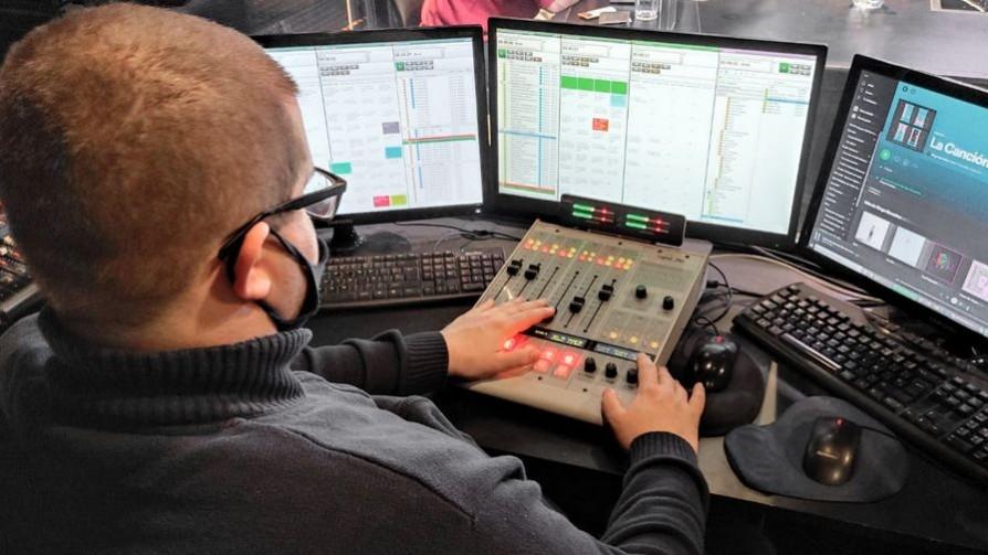 El operador de radio de karategui  - Entrada en calor - 13a0 | DelSol 99.5 FM