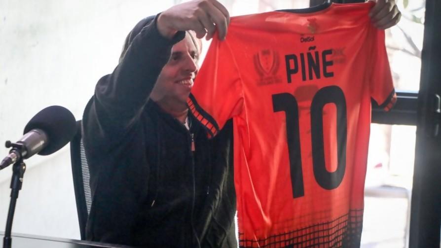 Ya tenemos camisetas y la 10 es del Piñe - La Charla - La Mesa de los Galanes | DelSol 99.5 FM