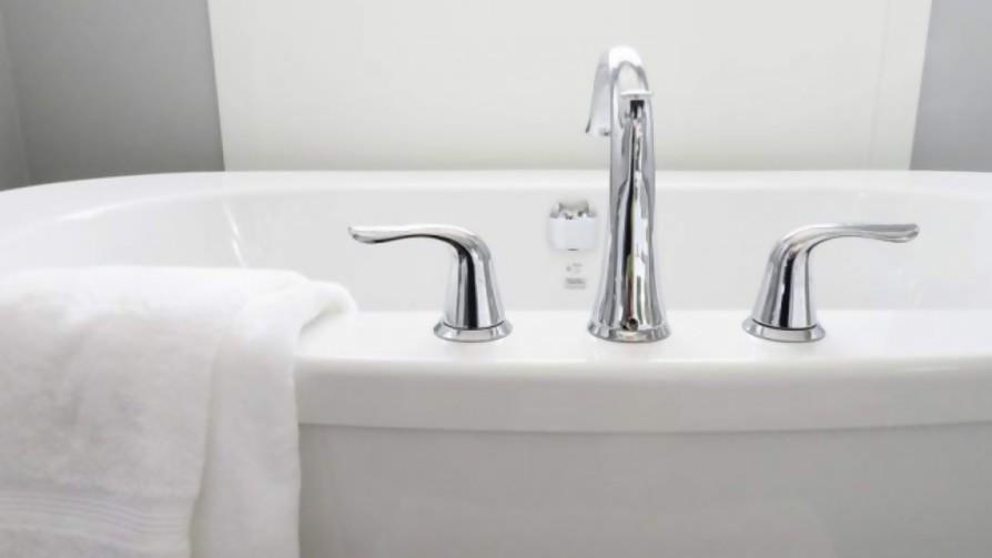 Darwin al borde de la muerte por la caída en una bañera - Columna de Darwin - No Toquen Nada | DelSol 99.5 FM