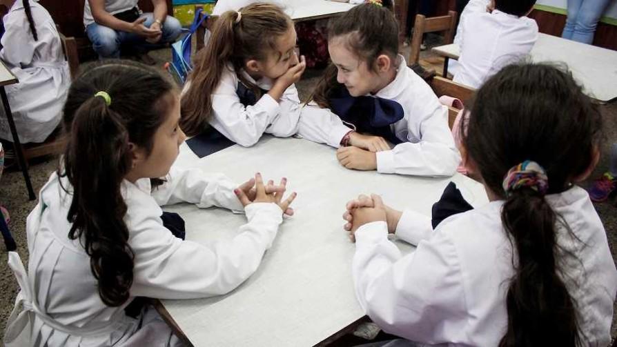 Las escuelas de tiempo completo no mejoran la transición a enseñanza media - Informes - No Toquen Nada | DelSol 99.5 FM