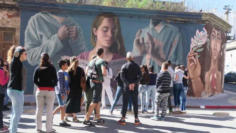 Montevideo Street Art Tour, una opción para vivir la experiencia del arte urbano  - Entrevistas - Verano en DelSol | DelSol 99.5 FM