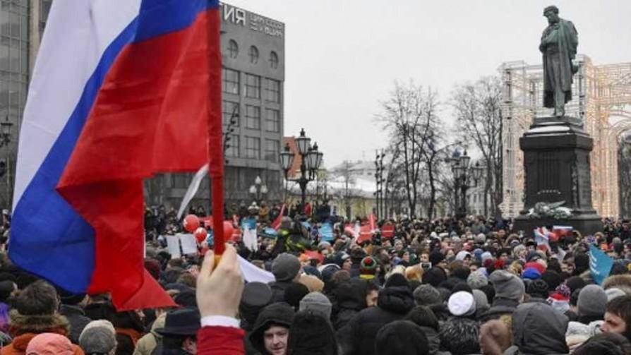 Elecciones a lo ruso - Ciclo: Cronicas rusas - Facil Desviarse | DelSol 99.5 FM