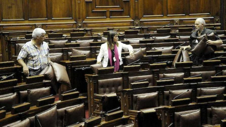¿Los parlamentarios pueden y deben trabajar más? - Audios - Facil Desviarse | DelSol 99.5 FM