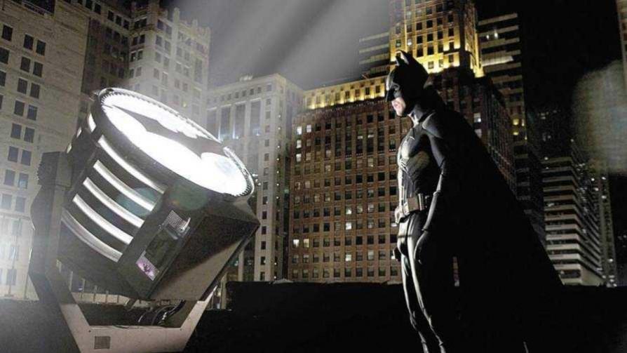 Según Darwin, ni Batman se autoconvocaba - Columna de Darwin - No Toquen Nada   DelSol 99.5 FM