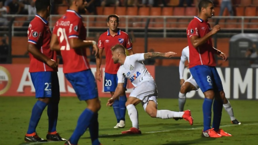 Las viejas y el plancha en el partido entre Nacional y Santos - Darwin - Columna Deportiva - No Toquen Nada | DelSol 99.5 FM