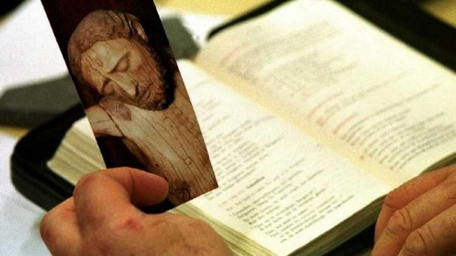 La Biblia  - El guardian de los libros - Facil Desviarse | DelSol 99.5 FM