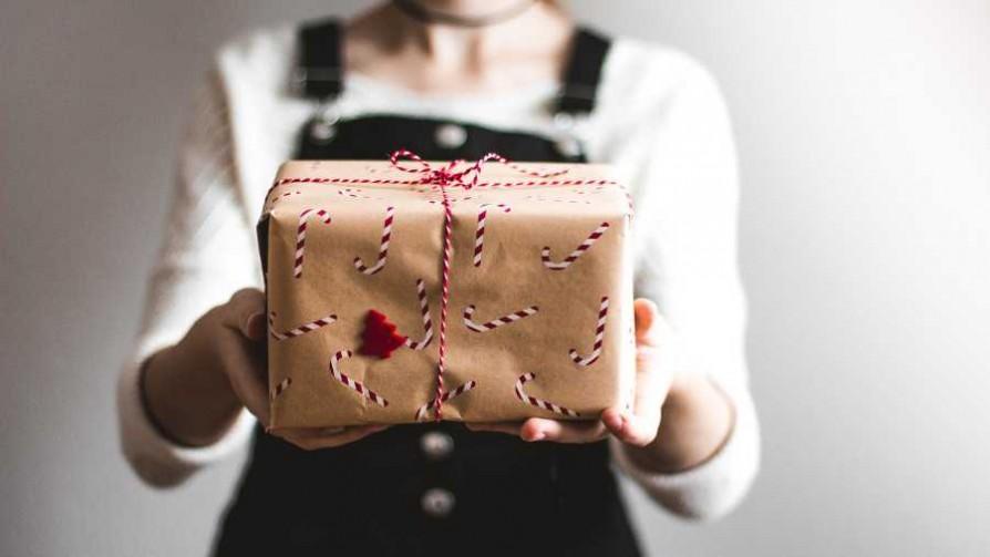Instrucciones para hacerle regalos a una mujer - Segmento humorístico - La Venganza sera terrible | DelSol 99.5 FM