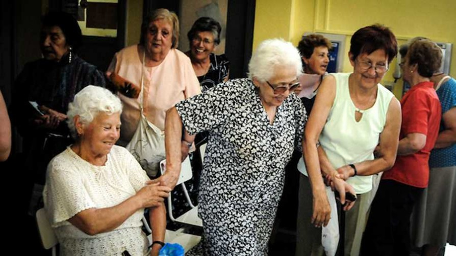 Tema libre: Top 3 nombres de abuela  - Sobremesa - La Mesa de los Galanes | DelSol 99.5 FM
