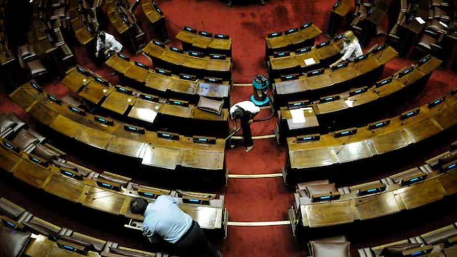 En plena campaña el Frente Amplio vuelve a intentar con la ley de financiamiento - Informes - No Toquen Nada | DelSol 99.5 FM