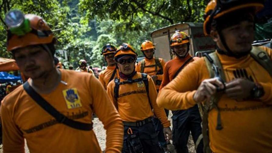 Niños atrapados en una cueva de Tailandia  - Cambalache - La Mesa de los Galanes | DelSol 99.5 FM