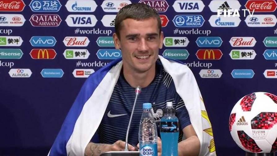 El periodista que le entregó la bandera uruguaya a Griezmann - La duda - Locos x el Fútbol | DelSol 99.5 FM