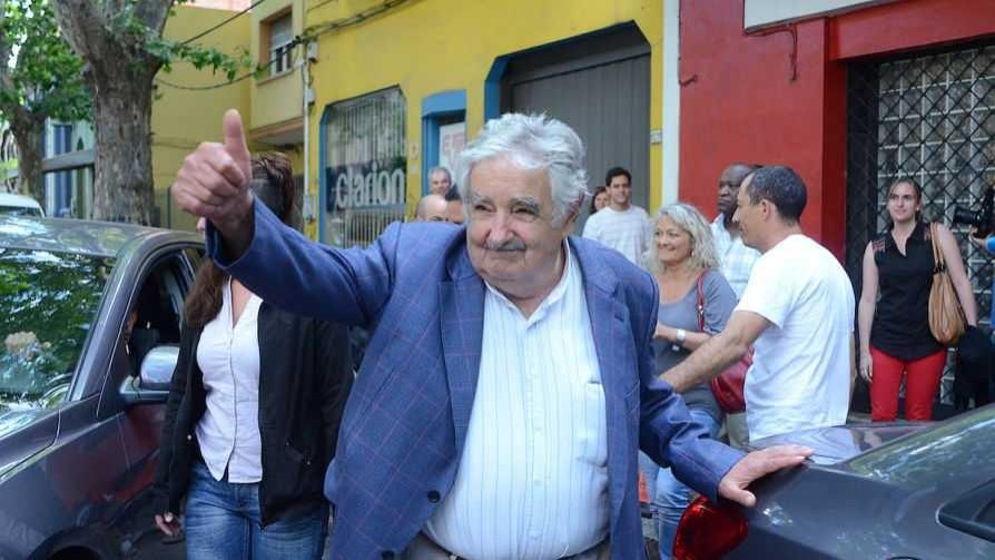 Darwin y el Cualquierbolazo tour de Mujica - Columna de Darwin - No Toquen Nada | DelSol 99.5 FM