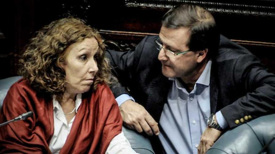 Senado aprobó proyecto de ley de voto en el exterior - Cambalache - La Mesa de los Galanes | DelSol 99.5 FM