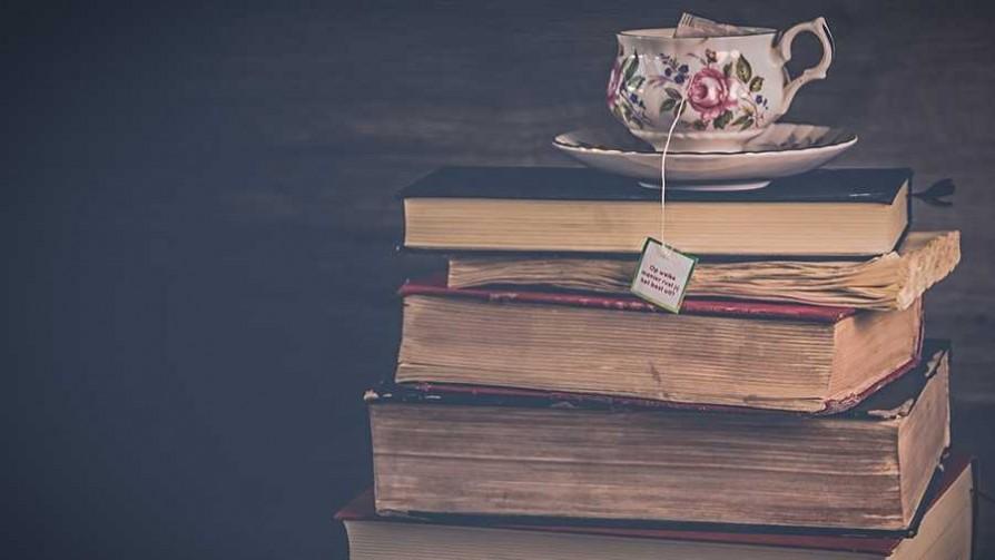 Autoayuda a la uruguaya - El guardian de los libros - Facil Desviarse | DelSol 99.5 FM
