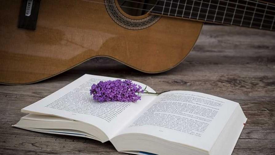 La boda de la literatura y la música - El guardian de los libros - Facil Desviarse | DelSol 99.5 FM