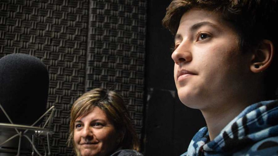 La historia de Liam, un adolescente trans uruguayo - Entrevista central - Facil Desviarse | DelSol 99.5 FM