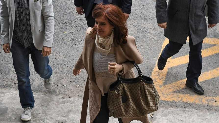 Los errores de Cristina Fernández y el hijo de Alfredito Etchegaray - Columna de Darwin - No Toquen Nada | DelSol 99.5 FM