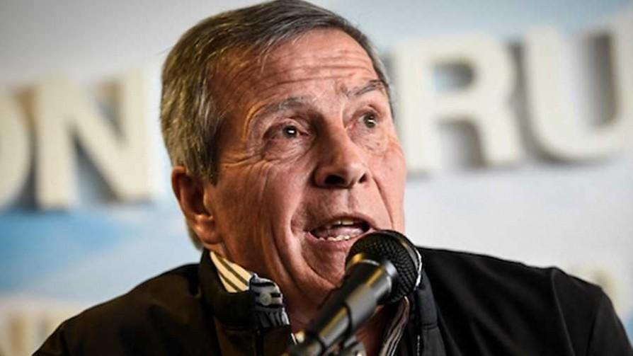 Tabárez ya aprobó la construcción de su estatua - Audios - Facil Desviarse | DelSol 99.5 FM