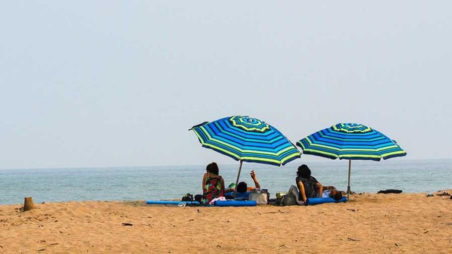¿Qué se hace para pasarla bien en la playa solo? - Sobremesa - La Mesa de los Galanes | DelSol 99.5 FM