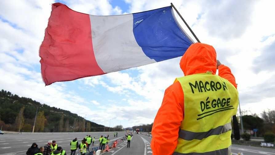 La fuerza de los herpes de diciembre y la debilidad de Macron - Columna de Darwin - No Toquen Nada | DelSol 99.5 FM