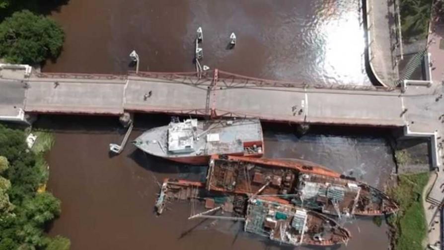 Homenaje a los oyentes del 17D, el astillero de Santa María y el puente de Carmelo - Columna de Darwin - No Toquen Nada | DelSol 99.5 FM