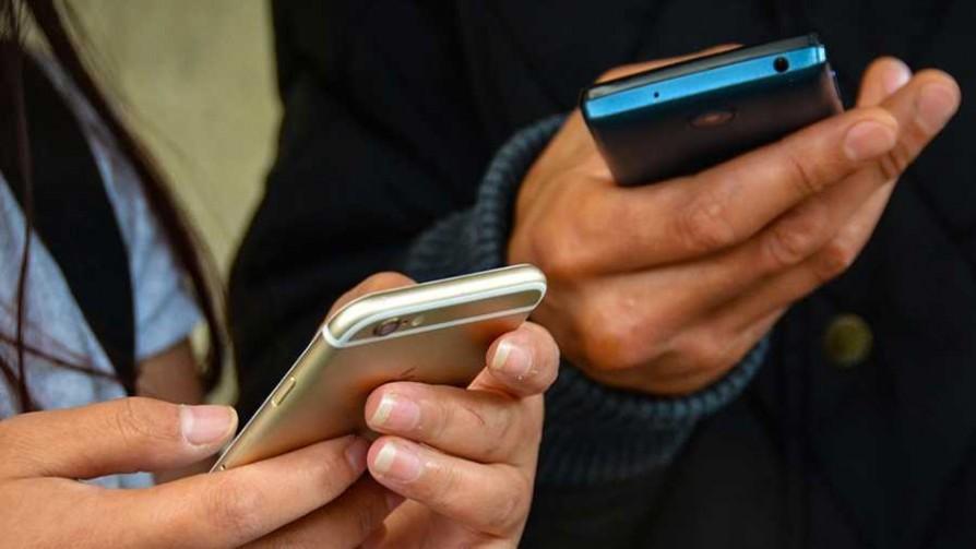 ¿Cómo se imaginan los celulares dentro de 10 años?  - Sobremesa - La Mesa de los Galanes | DelSol 99.5 FM