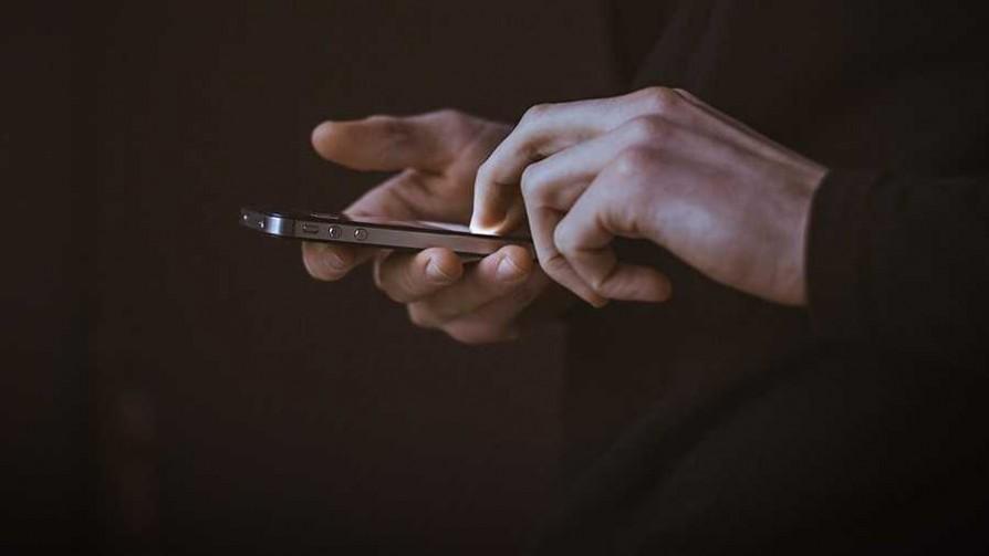 Celos digitales: ¿se justifica una discusión? - Sobremesa - La Mesa de los Galanes | DelSol 99.5 FM