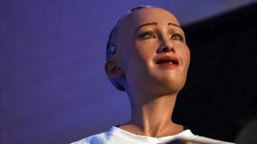 El mano a mano del Profe Geyerabide con la Robot Sophia - Deporgol - La Mesa de los Galanes | DelSol 99.5 FM