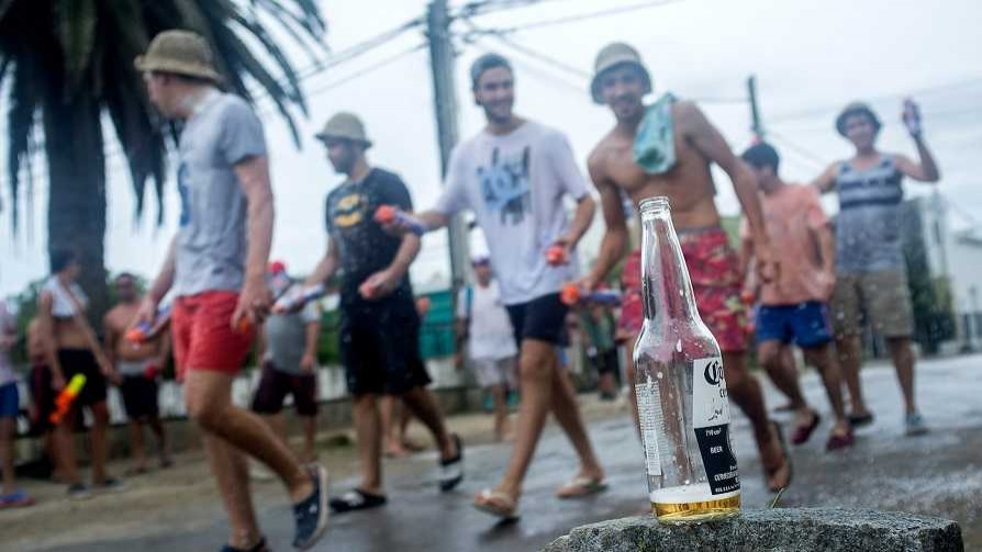 Las muchedumbres virtuales, los carnavales y el golpe en la oscuridad de Leonel - Columna de Darwin - No Toquen Nada | DelSol 99.5 FM