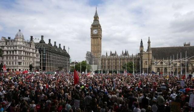 180.com.uy :: Miles de personas se manifiestan en Londres contra la austeridad
